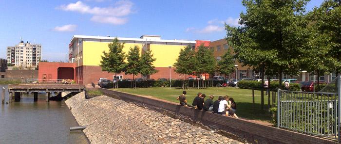 Opatel Rotterdam is gevestigd in en voormalig industrieel pand, gebouw Zuiderpoort.